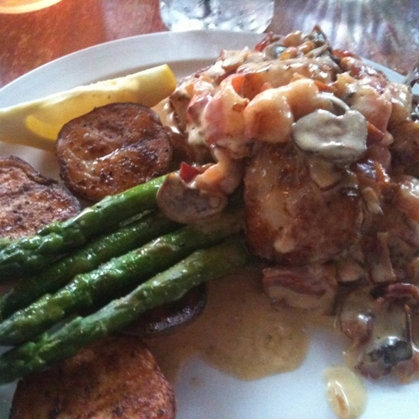 Scallops With A Bacon And Mushroom Sauce @ Glenn's Diner