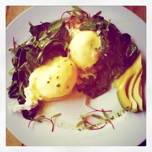 Eggs Benny @ Kerr Street Cafe