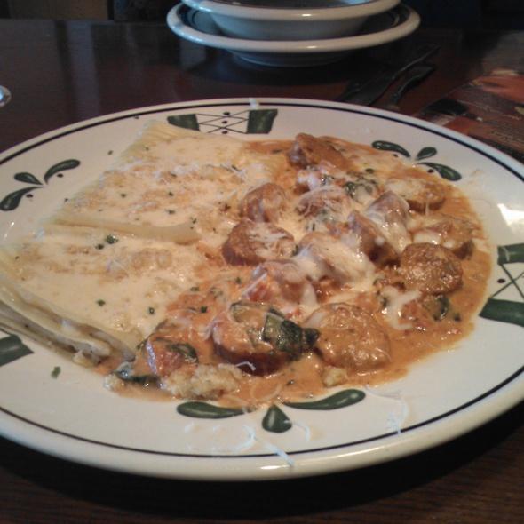 4 Cheese Sausage Pasta chetti @ Olive Garden