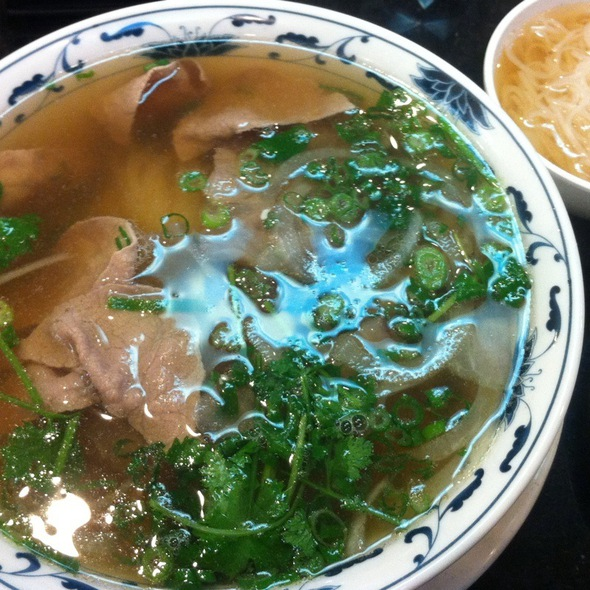 Phở Tái, Gân -  Noodle soup with tendon and eye round steak. @ Pho Cow Cali Express