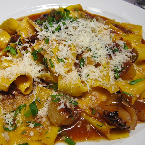 PAPPARDELLE – WIDE PASTA RIBBONS / SLOW COOKED SHORT RIB RAGU / ROASTED CIPOLLINE / GRATED HORSERADISH