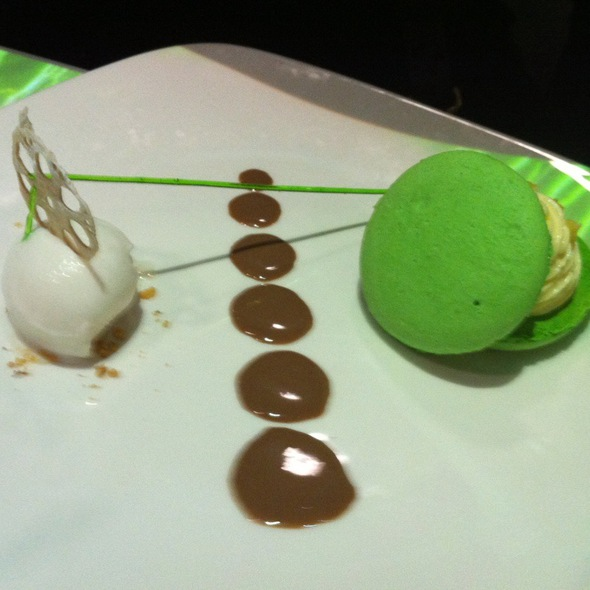 Pandan Macaroon with Yuzu Flavored White Chocolate Mousse @ Inamo