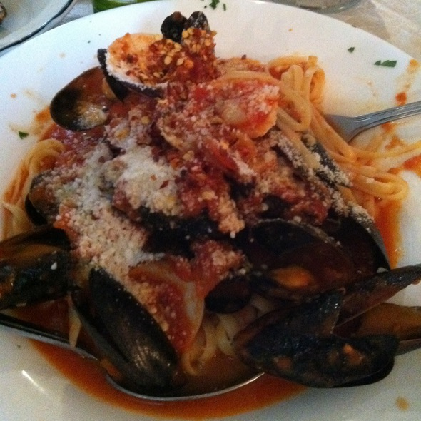 Linguini W/ Shrimp, Mussels, Clams