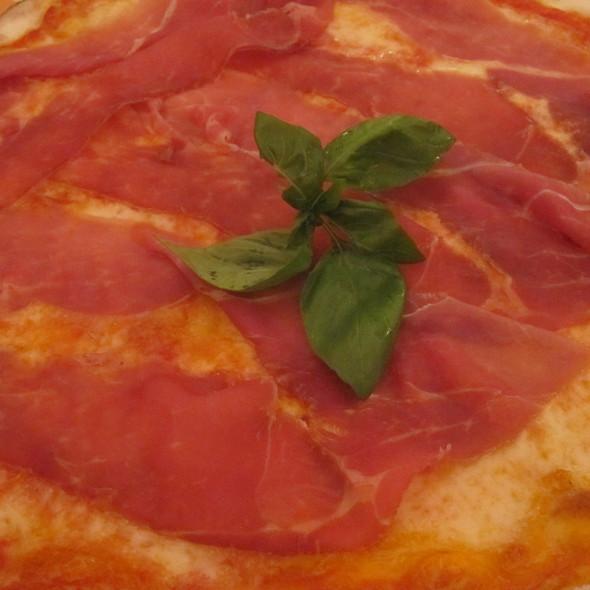 Pizza Prosciutto Crudo @ La Pizzeria