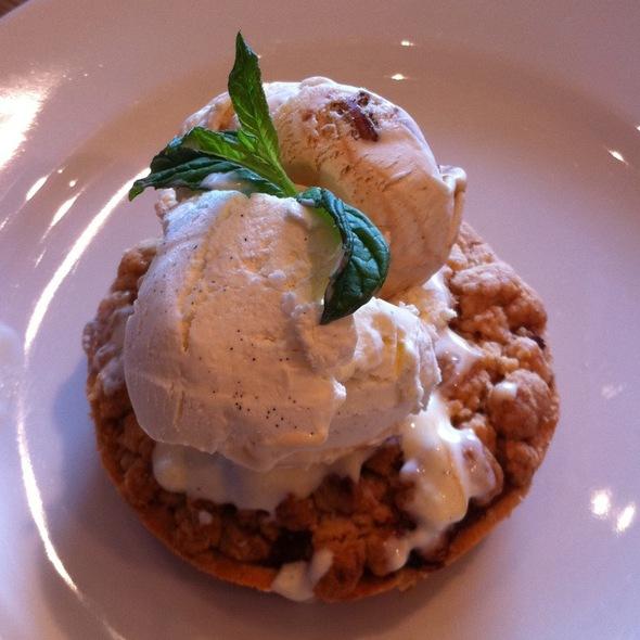 apple pie with ice cream @ Le Pain Quotidien