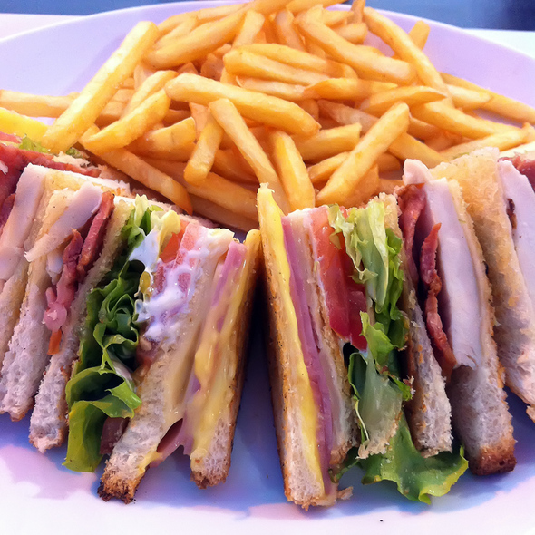 Club Sandwich @ Vips