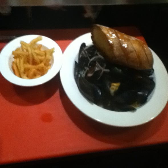 Mussels Mariniere With Trufffle Fries @ Bar Henry