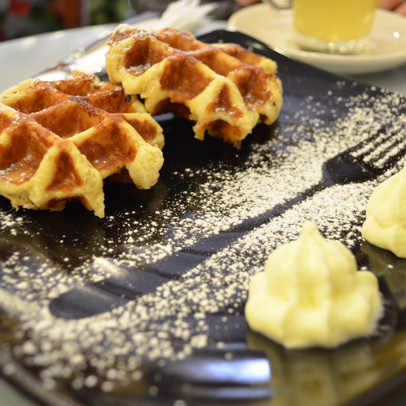 Belgium Waffles @ Caffe Bom