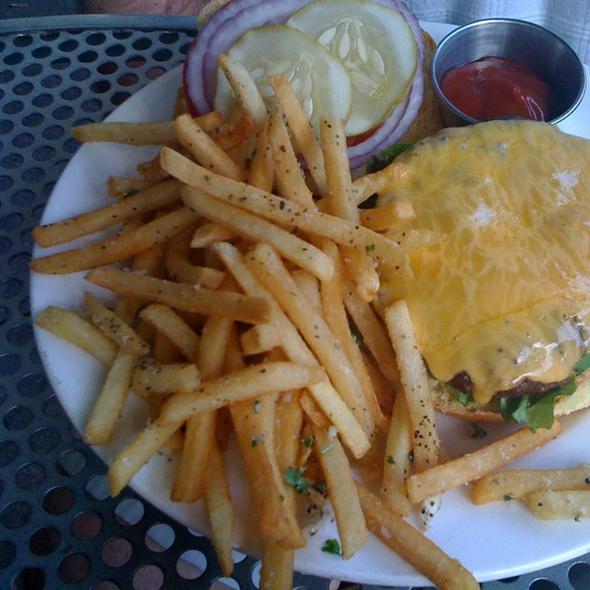 333 Belrose Burger - 333 Belrose, Radnor, PA