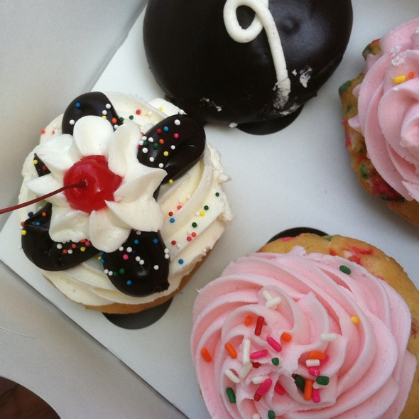 Cupcakes @ Cupcake Charlies