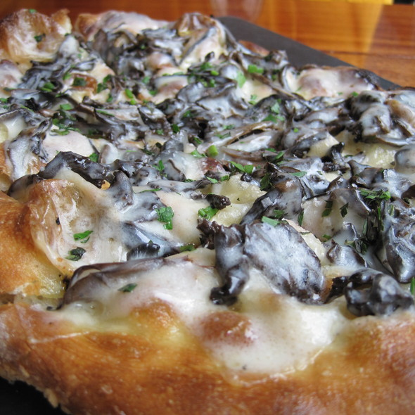 Roasted Mushroom, Truffle Cheese Pizza @ Serious Pie