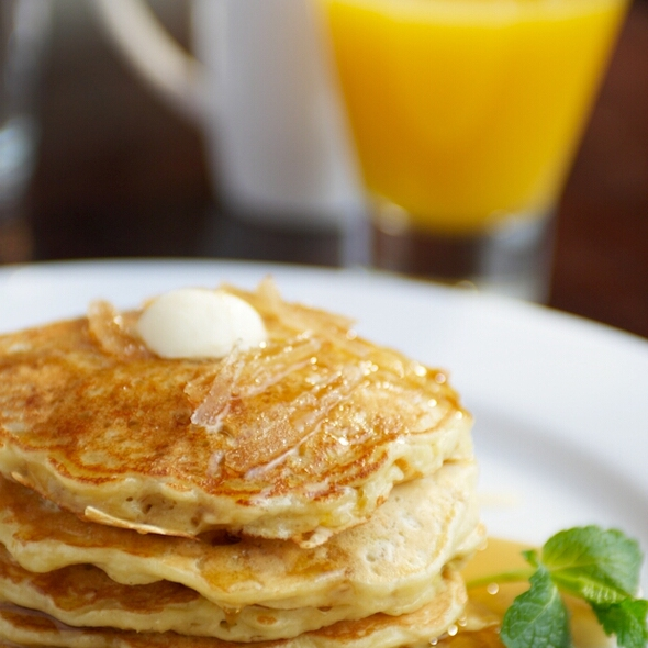 Candied Ginger Lemon Oatcakes & Organic Maple Syrup  @ Pomegranate Bistro