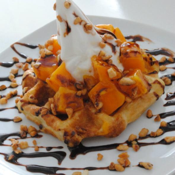 Mango Belgian Waffle @ Yoh Froz