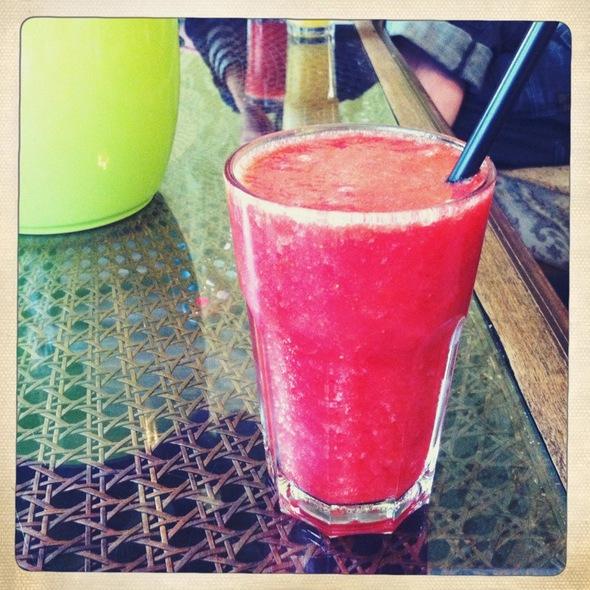 Strawberry & Rhubarb Smoothie @ Wahrhaft Nahrhaft