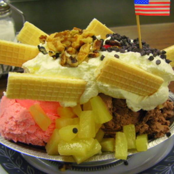 Battleship  Ice Cream Sundae @ Bischoff's