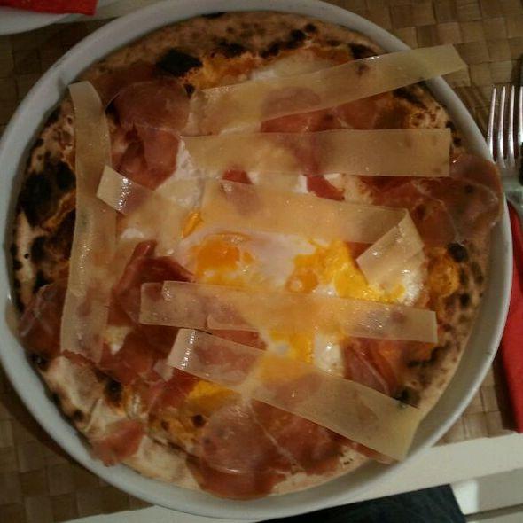 Pizza Pugliese @ Capricciosa
