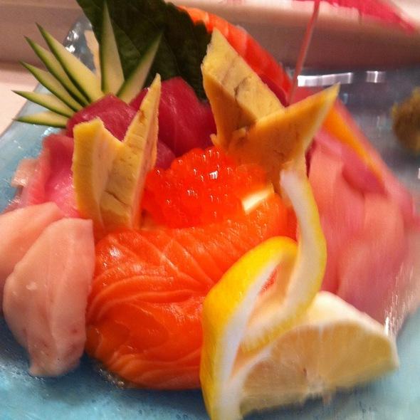 Chirashi Sushi @ Barracuda Japanese Restaurant