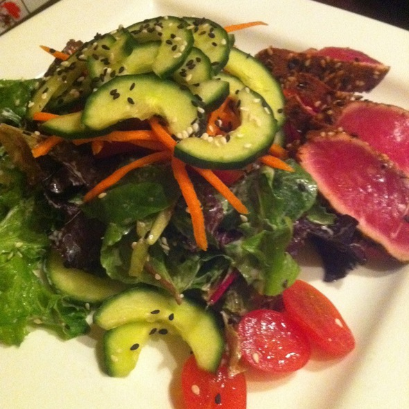 Seared Ahi Tuna Salad @ Pocket Bistro