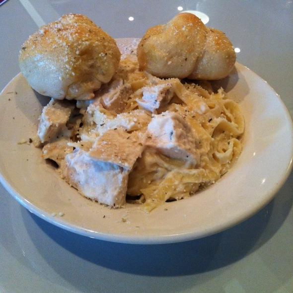 Chicken Fettuccine Alfredo @ Panzarotti's