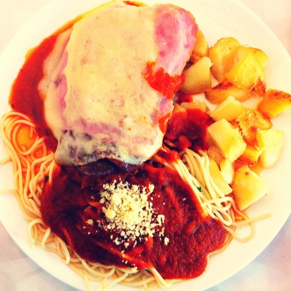 Bife A Parmigiana E Spaghetti E Batatas Ao Forno @ Mamma Rosa Restaurante