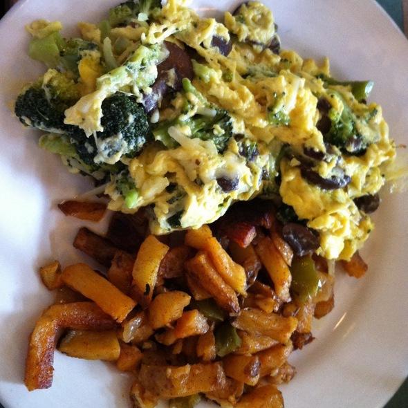 Egg Scramble wth Broccoli, Mushroom & gruyere @ Building On Bond