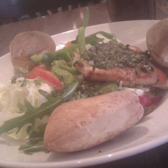 Salat @ Café Extrablatt