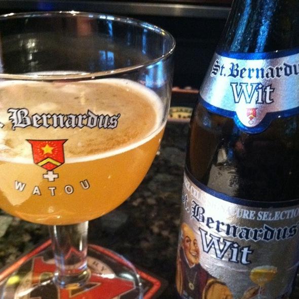 St. Bernardus Wit @ Rueben's Burger Bistro