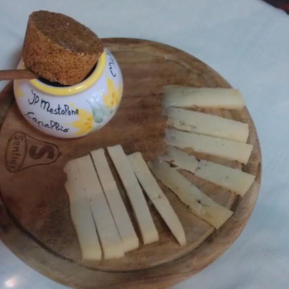 antipasto formaggi  @ Il Mestolone