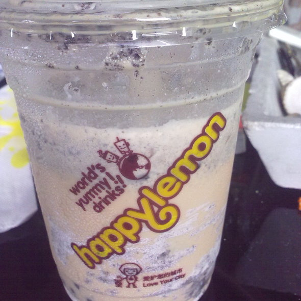 Milk Tea With Oreo Cookies & Cream @ Happy Lemon