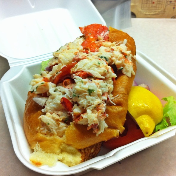 Lobster Roll (Sandwich) @ Rex's Seafood Market
