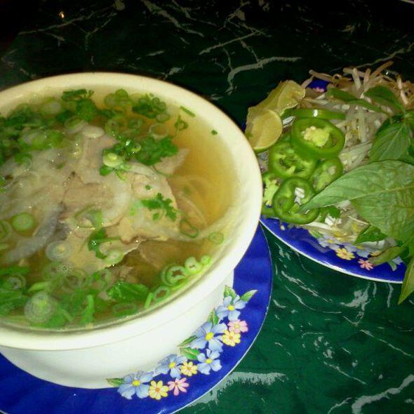 Pho Tai, Nam (round & Brisket) @ Pho Bowl