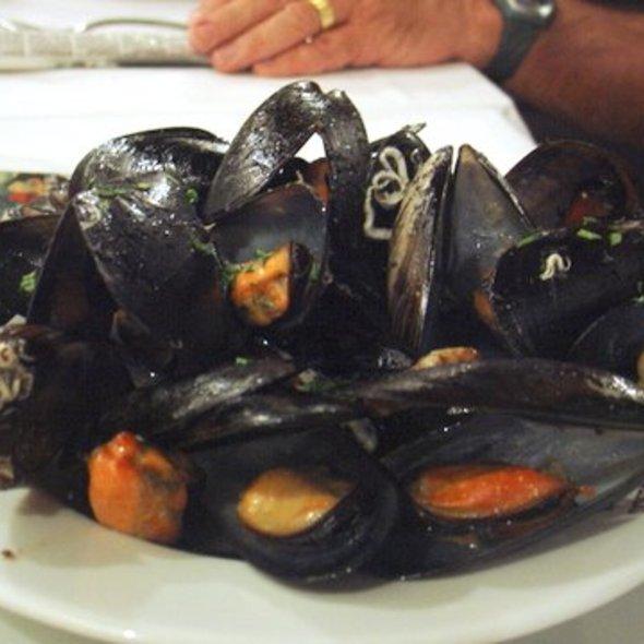 Steamed Mussels @ La Carbonara