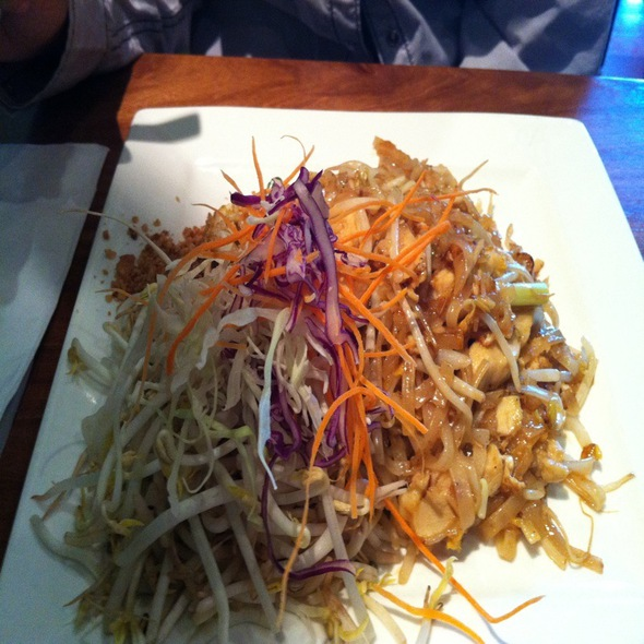 Chicken Pad Thai @ Red Onion Thai Cuisine