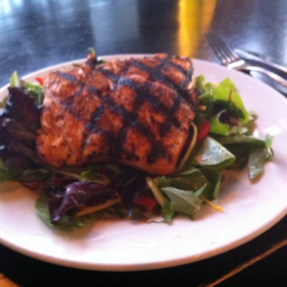 Salmon salad - Karma Asian Food and Fine Wine, Mundelein, IL