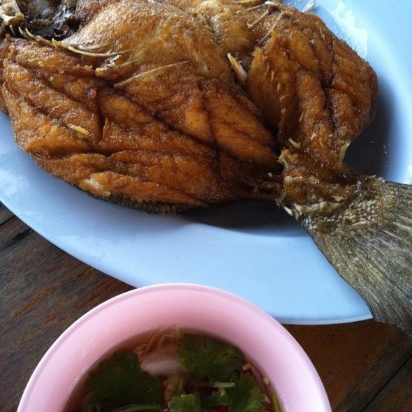 ปลากระพงทอดน้ำปลา @ Bangkok Sea View Restaurant