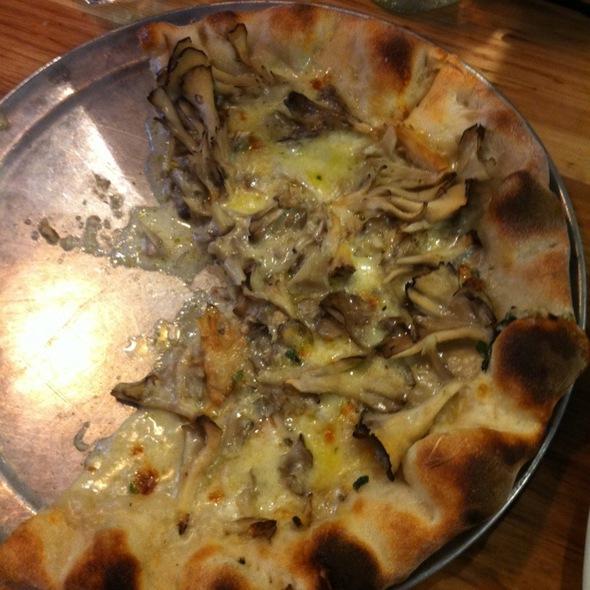 Funghi Pizza @ Pizzeria Delfina
