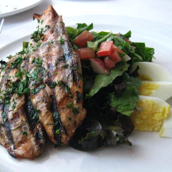Nicoise Salad With Grilled Salmon - Convito Cafe and Market, Wilmette, IL