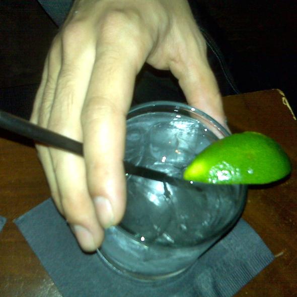 Vodka Tonic @ Plateau Lounge (W Montréal)