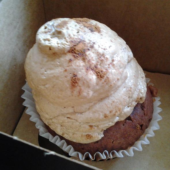 Cinnamon Dolce Cupcake @ Smallcakes