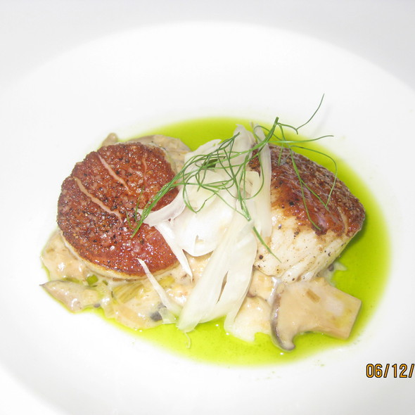 Seared Sea Scallops @ The Bedford
