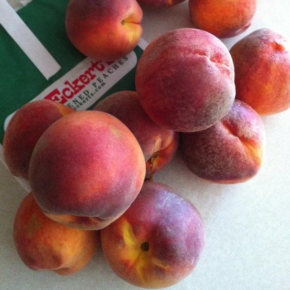 Peaches @ Eckert Orchards Inc