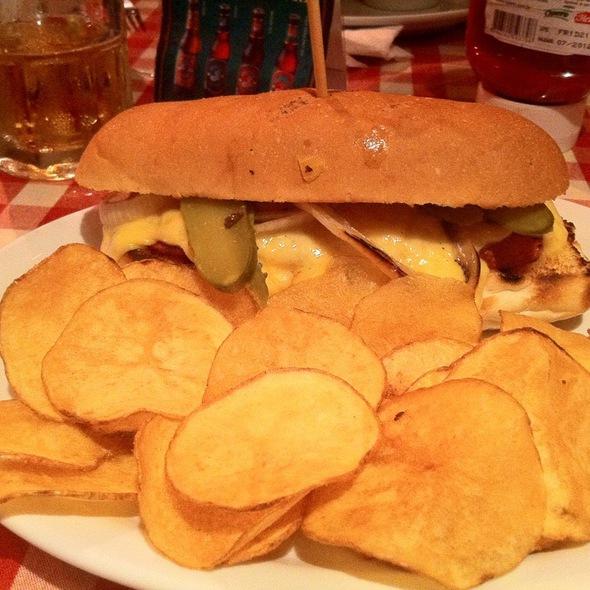 Flat Dog @ St. Louis Burger