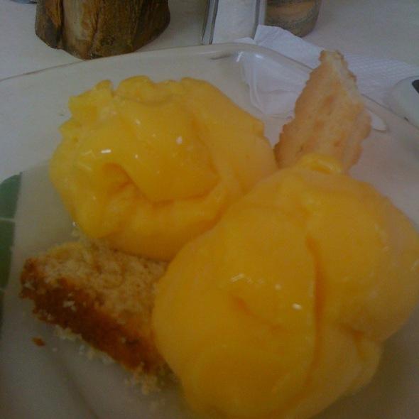 Mangola: Helado De Mango Y Chinola @ Adrian Tropical