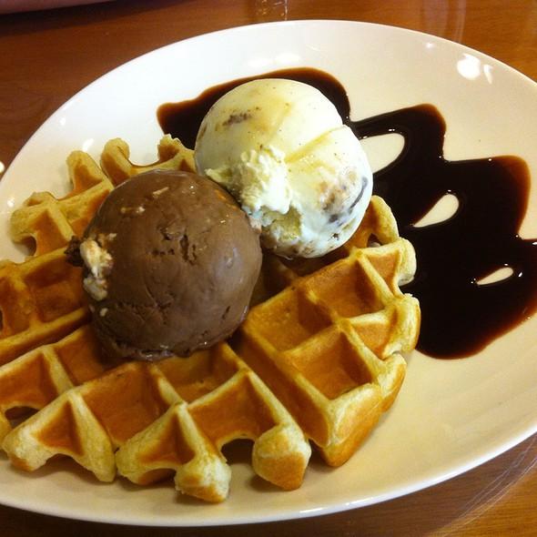 Chocmash Snickers Mars Honeycomb Vanilla Waffles @ Udders @ myVillage