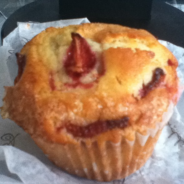 Strawberry Muffin @ Goddess and Grocer
