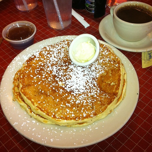 Banana Pancakes @ Sweet Maple Cafe