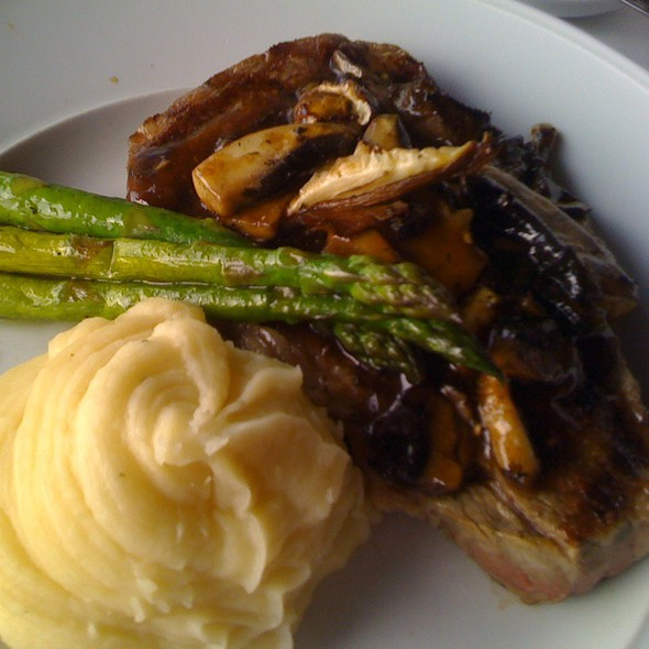 Ribeye With Mushrooms, Asparagus Ans Mashed Potatoes - Eagle's Nest - Hyatt Regency Indianapolis, Indianapolis, IN