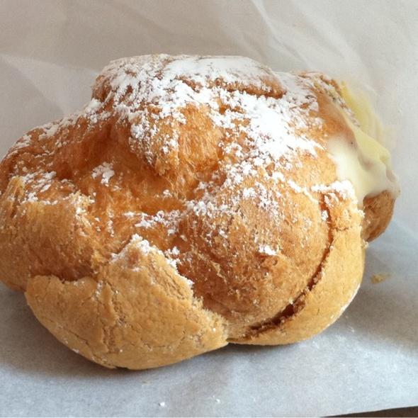 Cream Puff @ Beard Papa's Sweet Cafe
