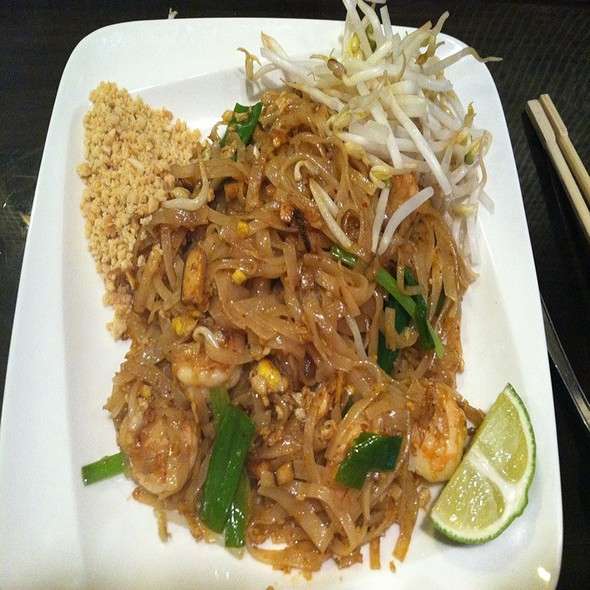 Pad Thai @ Laverne Of Great Neck
