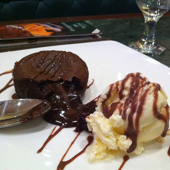 Chocolate Fondue Cake With Ice Cream